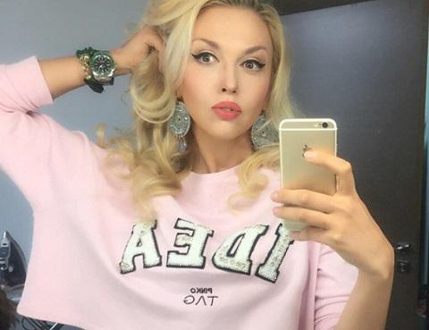 Голая Поля Полякова Видео