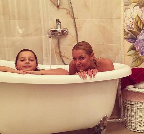 носить термобелье мать и дочь в ванной выделить