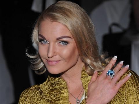 39-летняя Волочкова поразила вызывающим мини-бикини