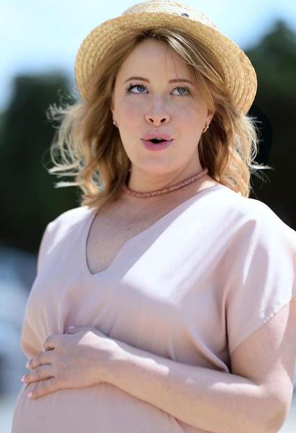 вагітна Олена Кравець