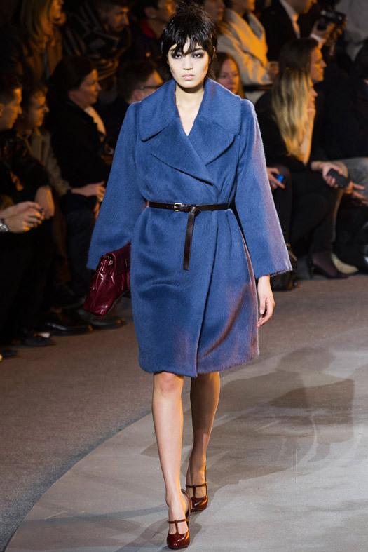 В этом году невероятно модными будут пальто с мужского плеча из мохера или искусственного меха с коротким ворсом