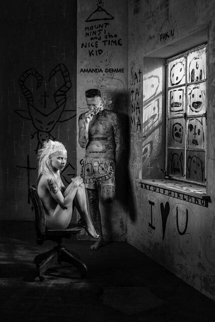 Вокалистка группы Die Antwoord полностью разделась на камеру холли берри