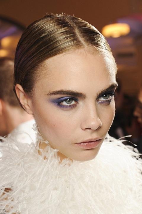 прически и макияж тенденции зимнего сезона фото