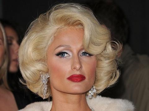 Вечерняя прическа на короткие волосы для взрослой женщины