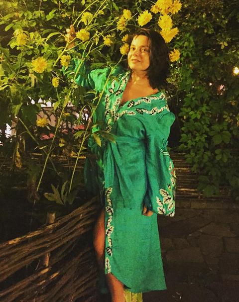 Фото наташи королевой в халатике с перламутровыми