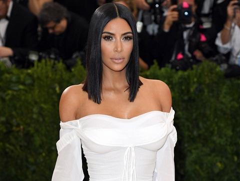 Оголенная Ким Кардашьян показала фанатам свое «золотое» тело