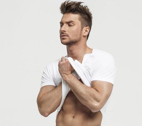 Популярный российский певец сергей